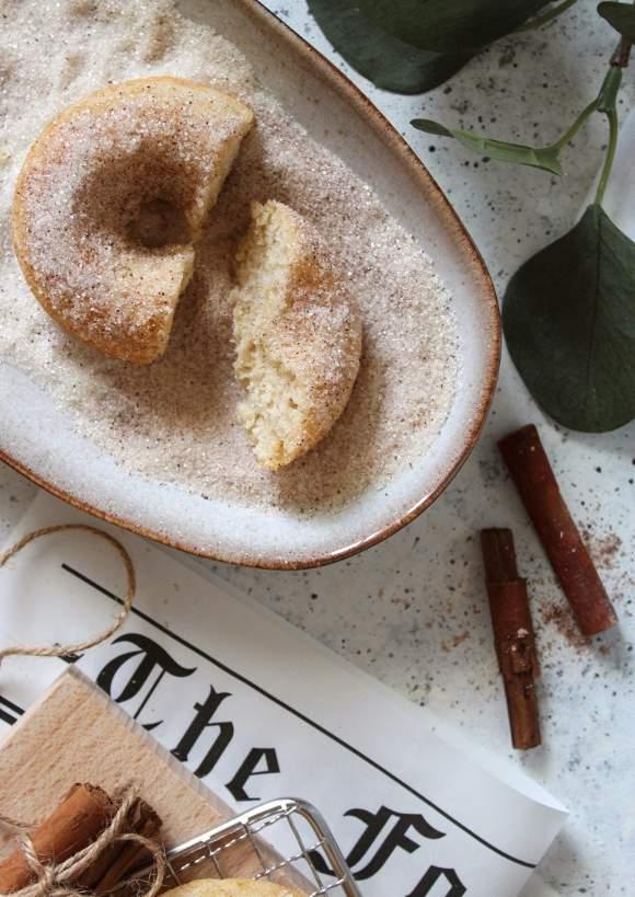 Ciambelle cotte al forno con zucchero e cannella vegan