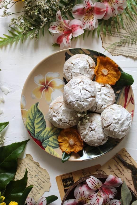 Biscotti crinkles al cocco e mandorle vegani