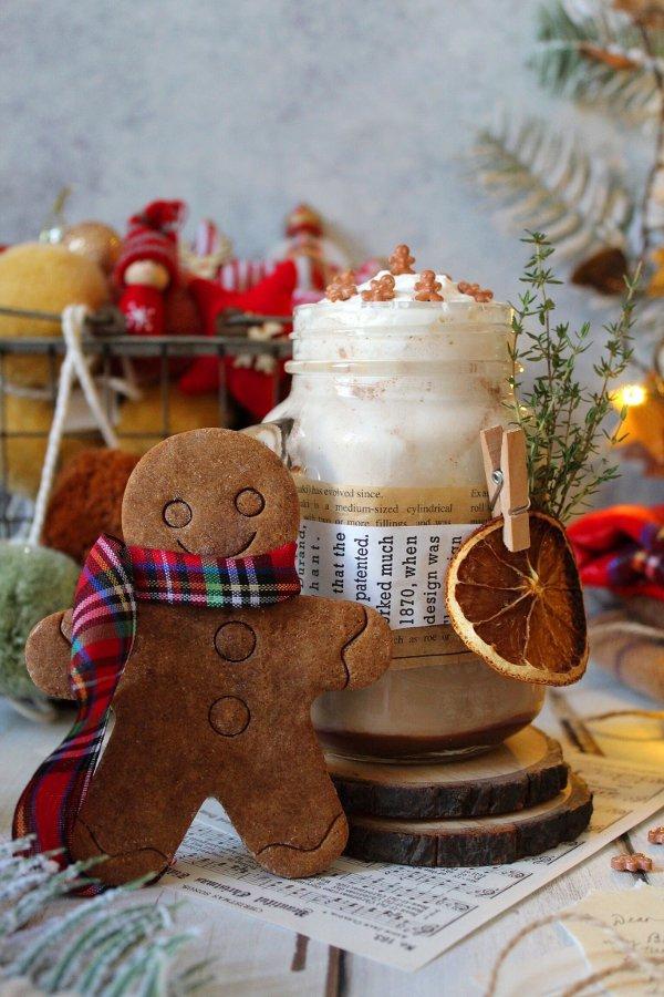 Gingerbread latte speziato con latte vegetale
