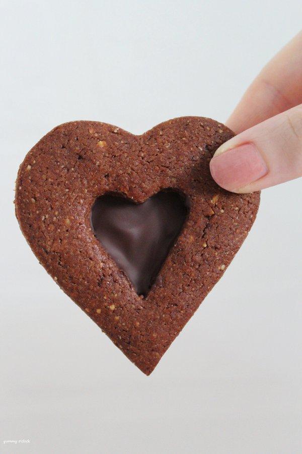 Biscotto con cuore di cioccolato senza uova