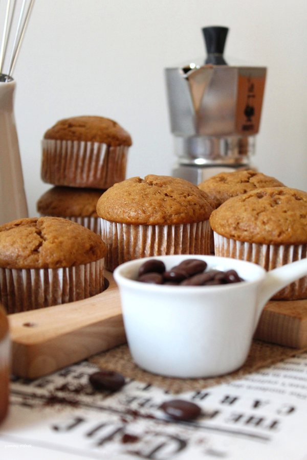 Muffins con yogurt al caffè senza uova senza burro