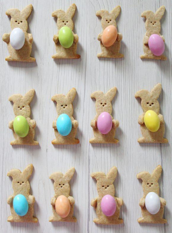 biscotti coniglietto con uova di Pasqua