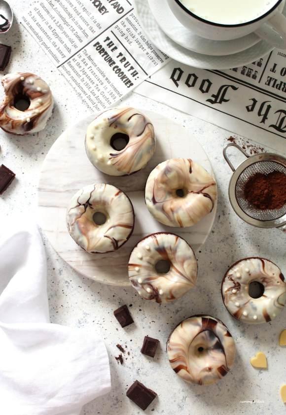 Ciambelle marmorizzate al cioccolato bianco e fondente