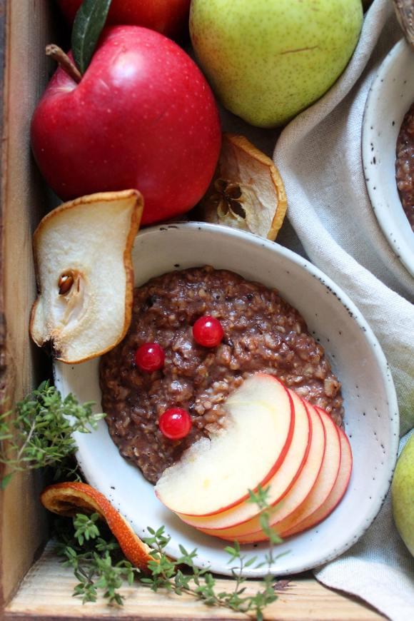 Porridge di avena cacao cannella e bevanda di mandorla vegan