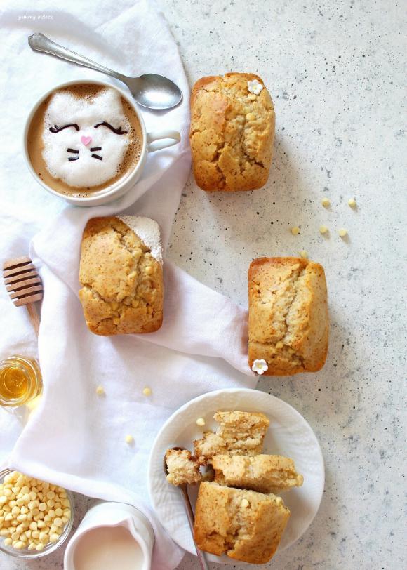 Mini plumcake con miele e gocce di cioccolato bianco senza uova