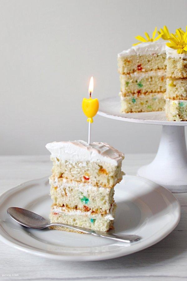 Naked Funfetti Cake senza uova senza burro fetta