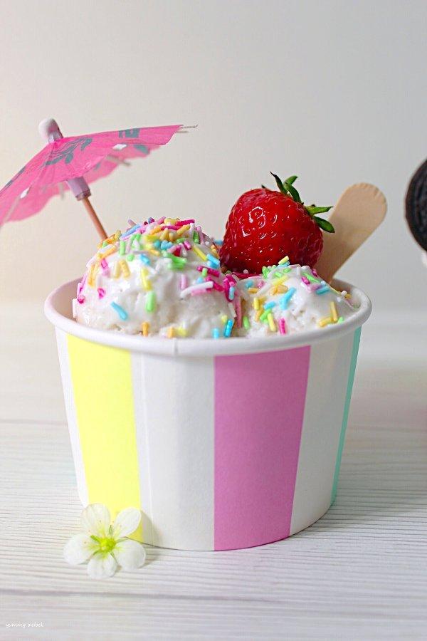 Frozen Yogurt Vaniglia senza gelatiera e sprinkles