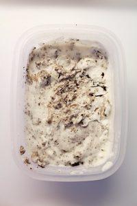 Frozen Yogurt Vaniglia e Oreo preparazione