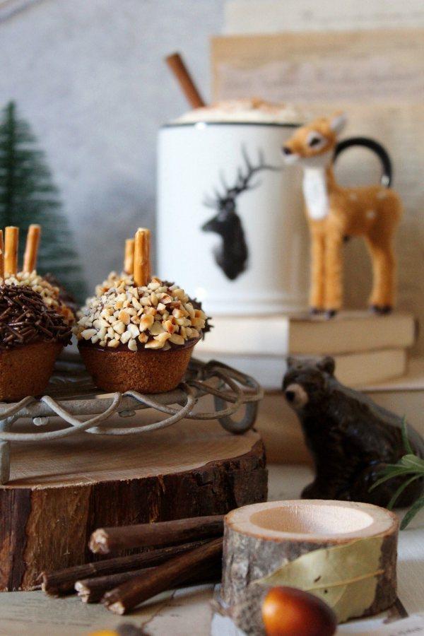 Mini Muffin Ghianda decorato con cioccolato e granella di nocciole senza uova
