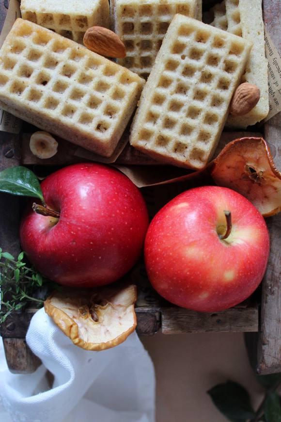 Waffles con salsa di mele al forno