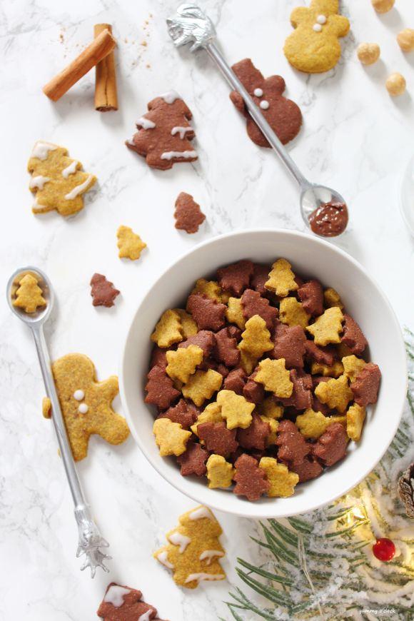 Cereali integrali di Natale zucca e crema di nocciole fatti in casa a forma di albero