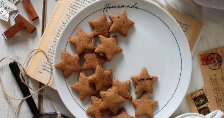 Biscotti a stella con crema di datteri vegan