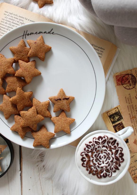 Biscotti stelline con crema di datteri vegan