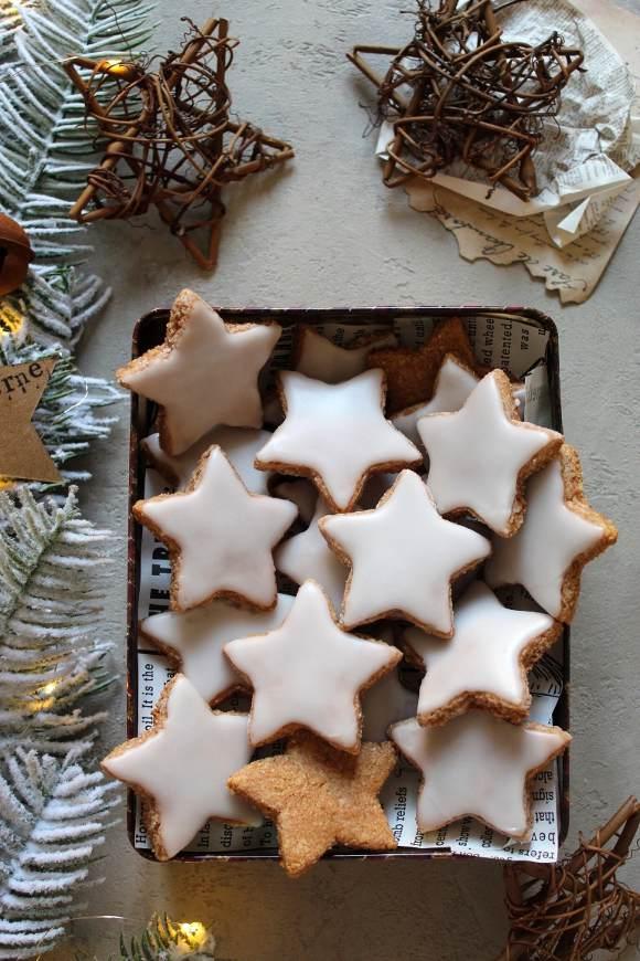 Biscotti con mandorle e cannella Zimtsterne
