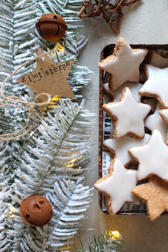 Biscotti con mandorle e cannella a forma di stella Zimtsterne senza albumi