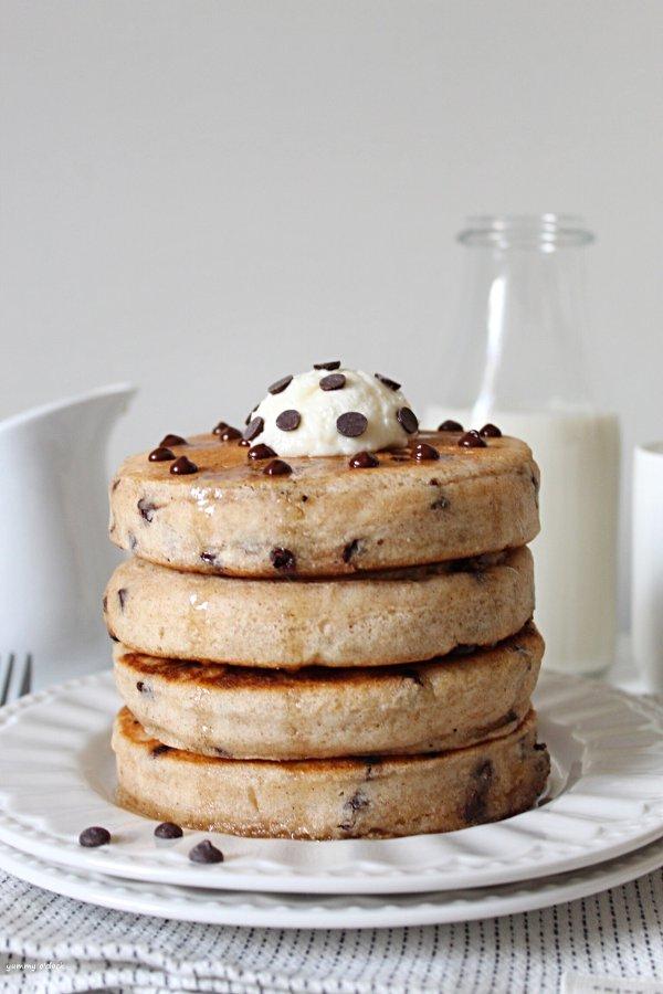 Pancakes con gocce di cioccolato senza uova