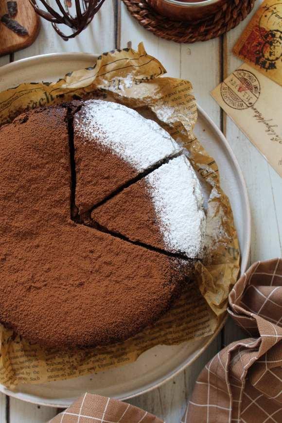 Torta al cioccolato e cacao vegana e senza glutine