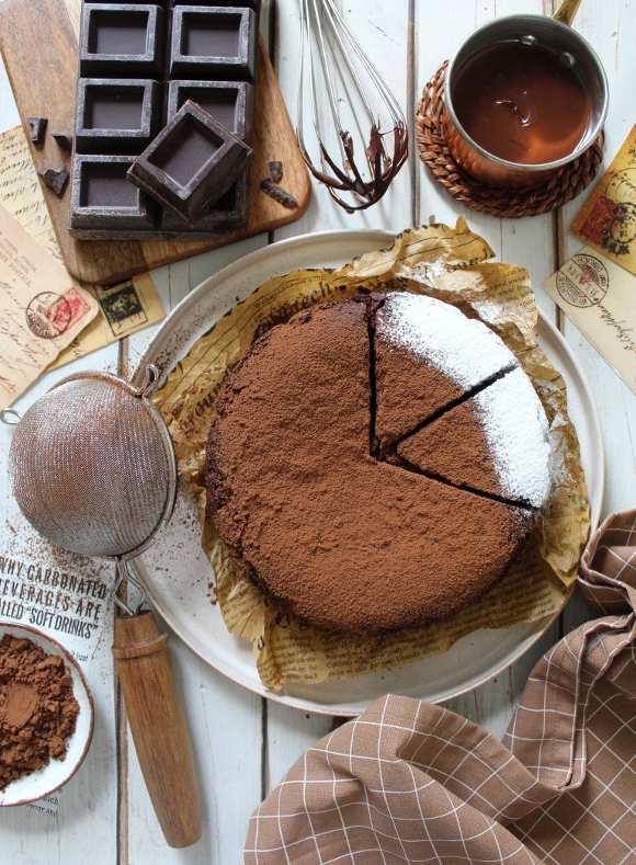 Torta al cioccolato senza glutine vegana