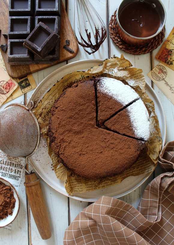 Torta al cioccolato e cacao senza glutine vegana