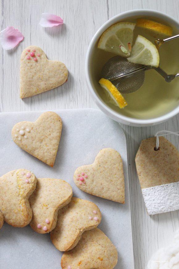 Ghirlanda di biscotti a forma di cuore senza uova