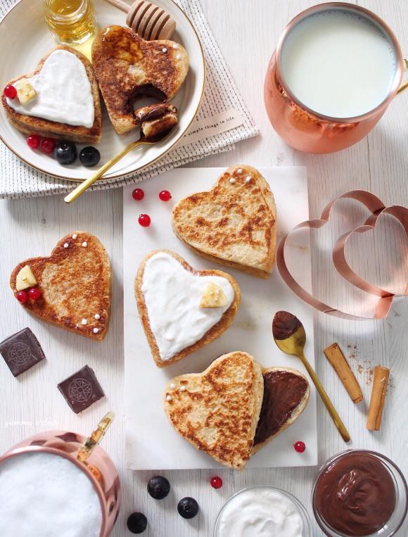 Cuori french toast ripieni di crema di nocciole senza uova