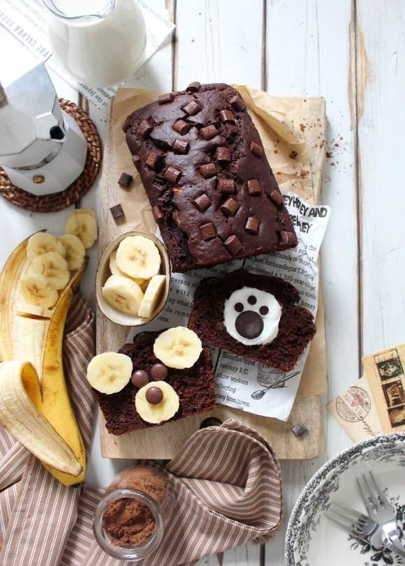 Banana bread al cacao senza uova senza burro decorato