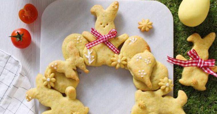 Ghirlanda di biscotti salati di Pasqua con ricotta e olio evo
