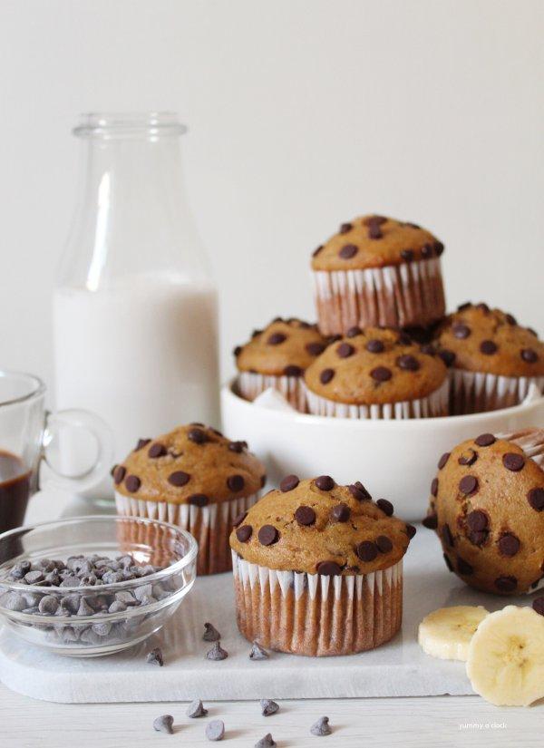 Muffin caffè e banana con gocce di cioccolato vegan