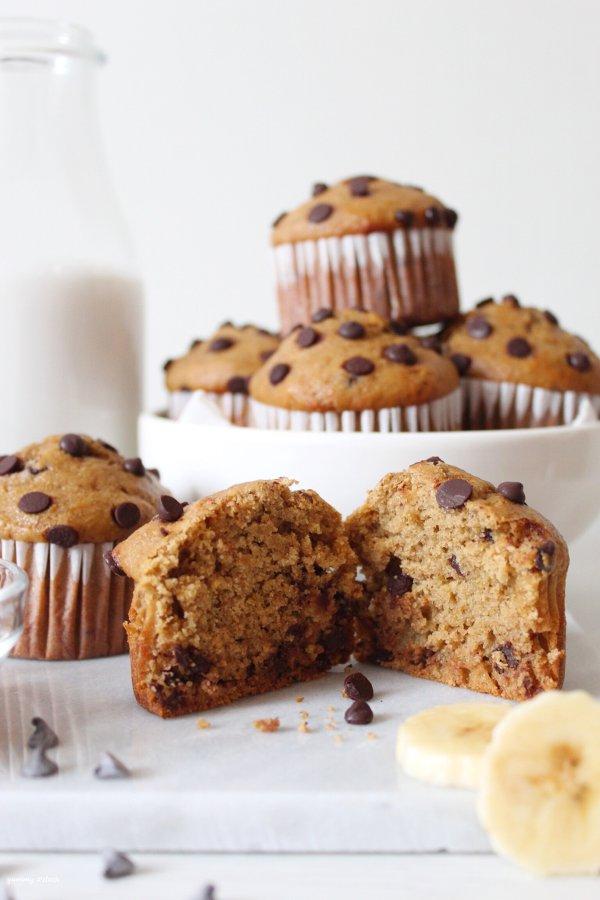 Muffin caffè e banana con gocce di cioccolato con latticello vegetale fatto in casa