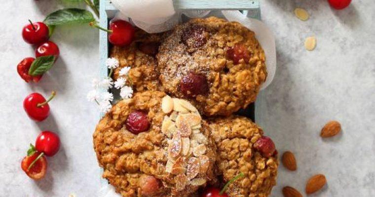 Biscotti fiocchi d'avena mandorle e ciliegie vegan