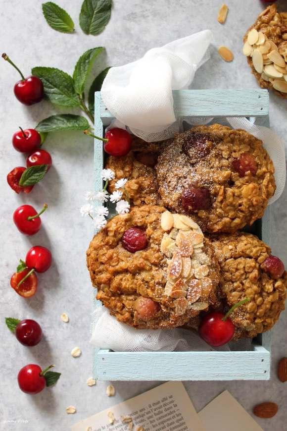 Biscotti mandorle fiocchi d'avena e ciliegie vegan