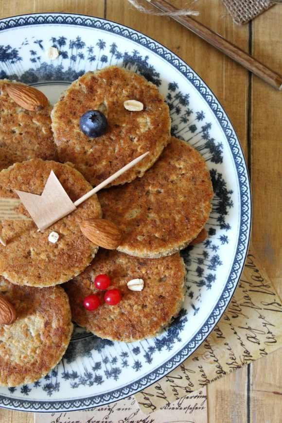 Mini breakfast pancakes cocco mandorle e fiocchi d'avena senza uova senza lattosio