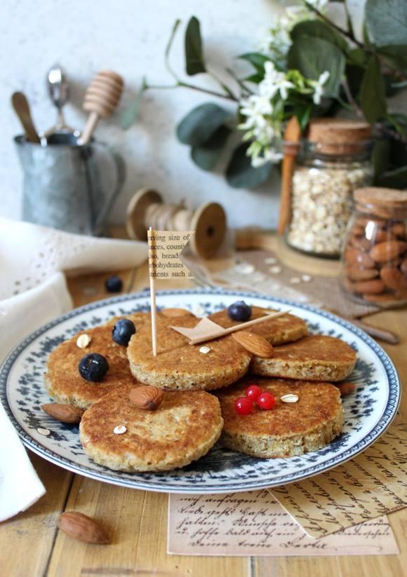 Mini pancakes cocco mandorle e fiocchi d'avena senza lattosio senza uova