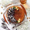 Giant pancake ai mirtilli cocco mandorle con yogurt greco senza uova senza burro