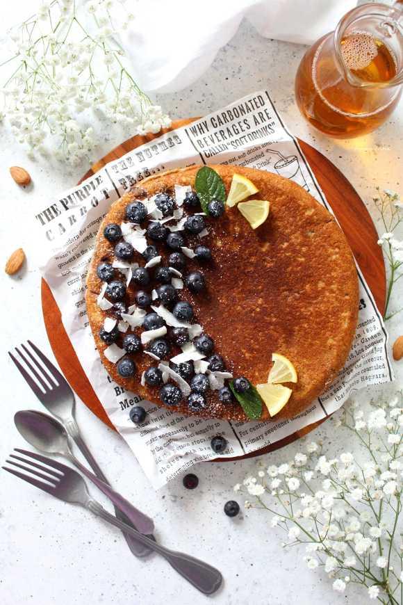Giant pancake ai mirtilli cocco mandorle con yogurt greco