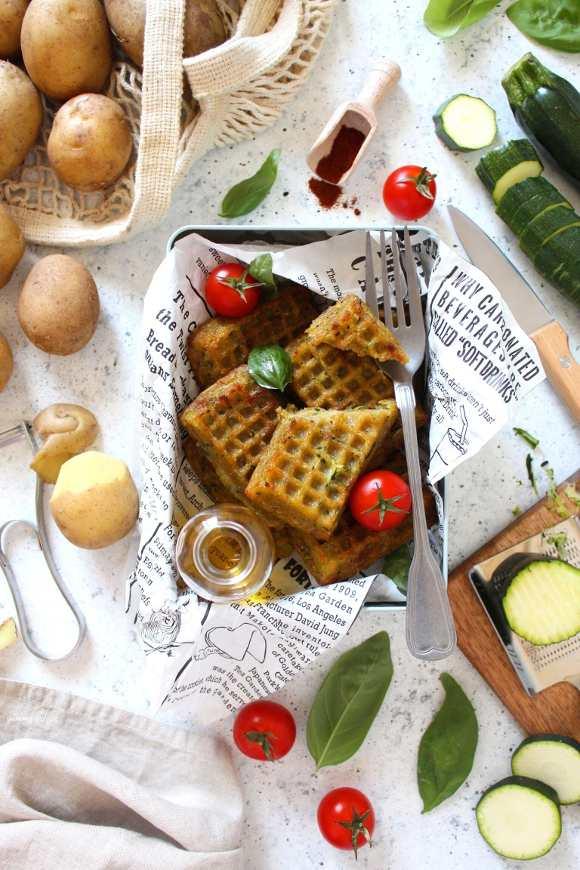 Mini Waffles salati vegan con patate e zucchine al forno