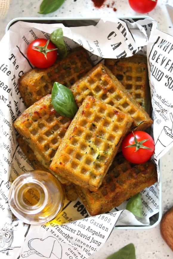 Waffles salati con patate e zucchine al forno vegan