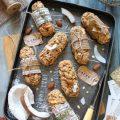 Biscotti con fiocchi d'avena cocco mandorle a forma di barrette senza uova senza burro
