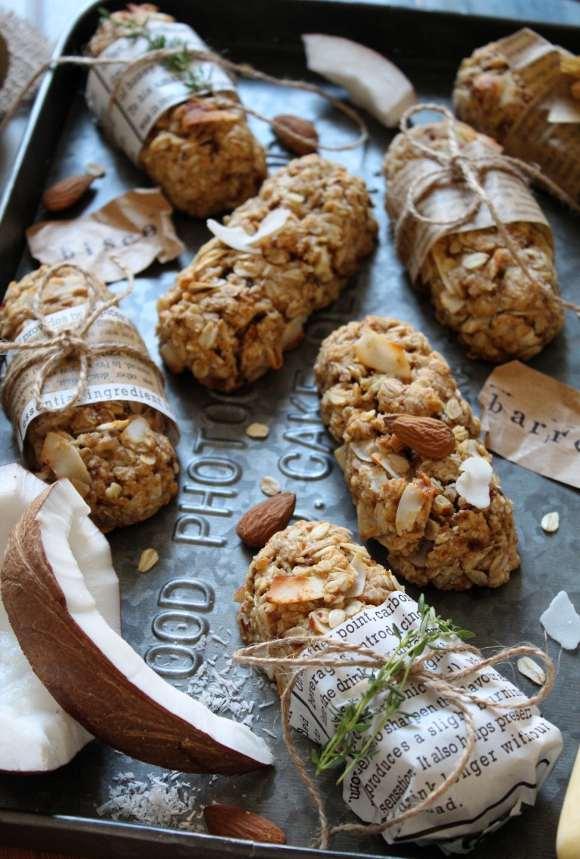 Biscotti con fiocchi d'avena cocco mandorle a forma di barrette