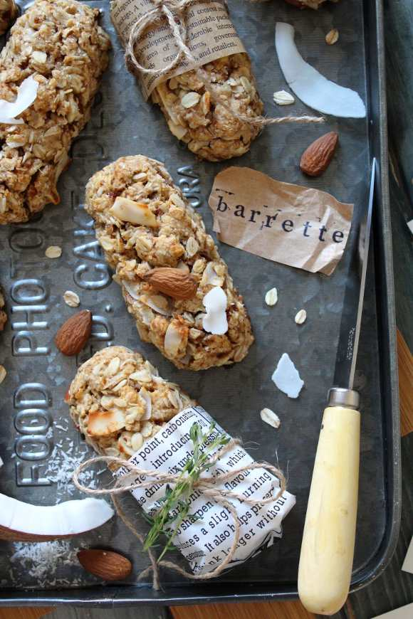 Biscotti fiocchi d'avena cocco mandorle a forma di barrette senza uova senza burro