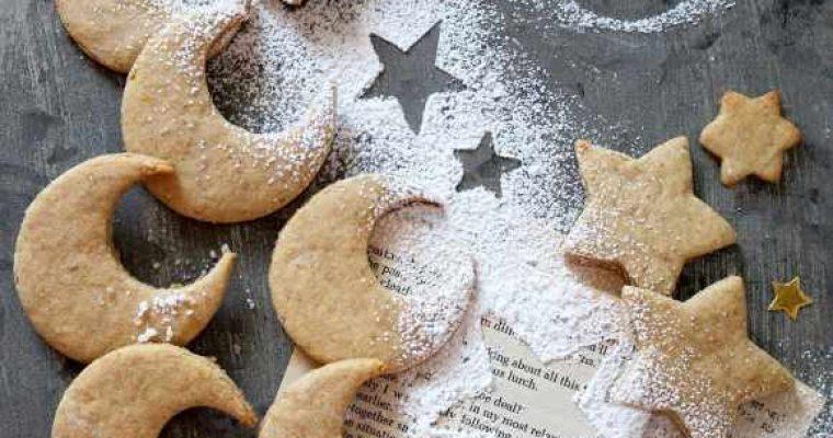 Biscotti a forma di luna e stelle senza uova senza burro