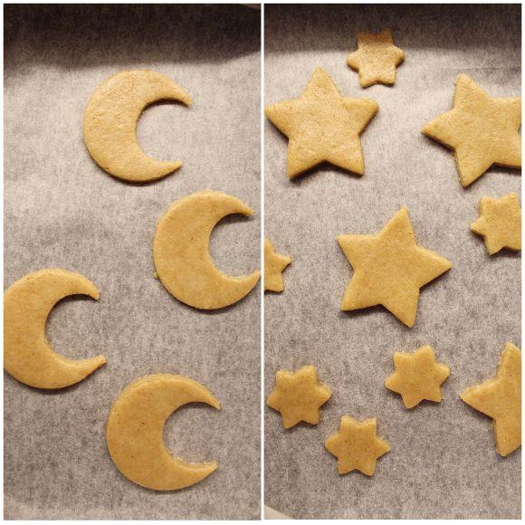 Biscotti a forma di luna e stelle senza uova senza burro cottura