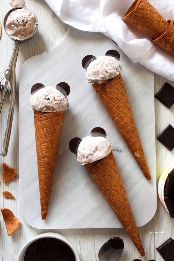 Frozen yogurt con cioccolato fondente e formaggio spalmabile senza gelatiera