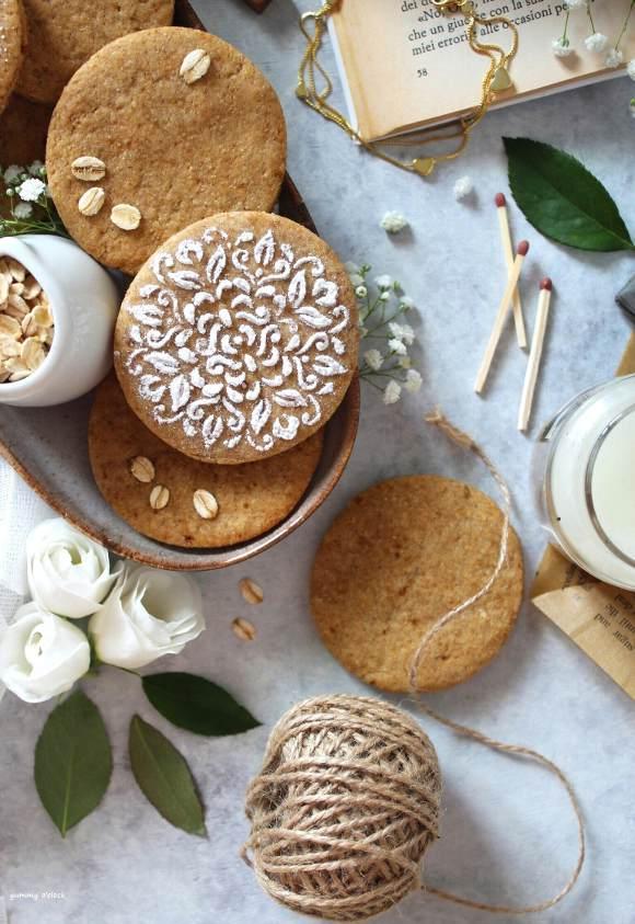 Biscotti senza lattosio alle nocciole miele e avena