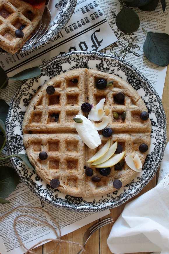 Waffles integrali con gocce di cioccolato fondente vegan