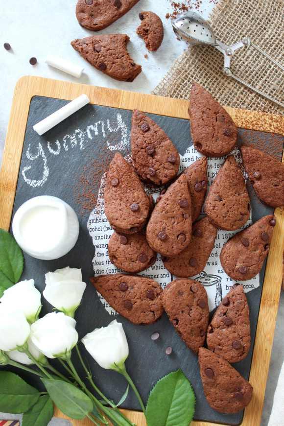 Biscotti gocciole extra dark senza burro fatti in casa