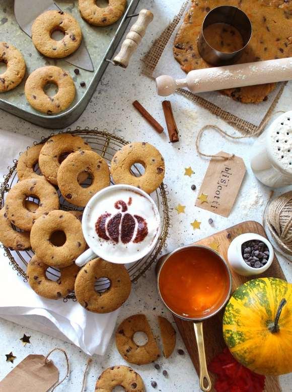 Biscotti alla zucca con gocce di cioccolato vegan
