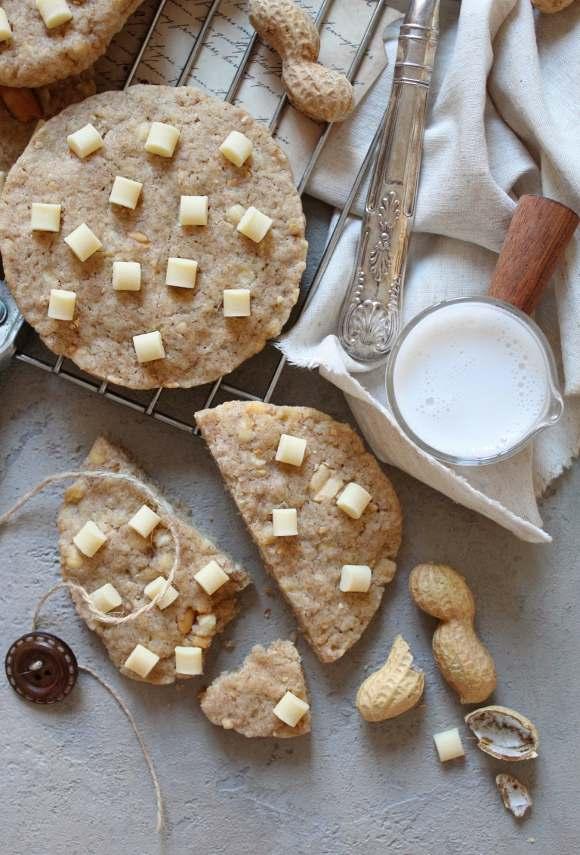 biscotti con gocce di cioccolato bianco e arachidi senza uova senza burro