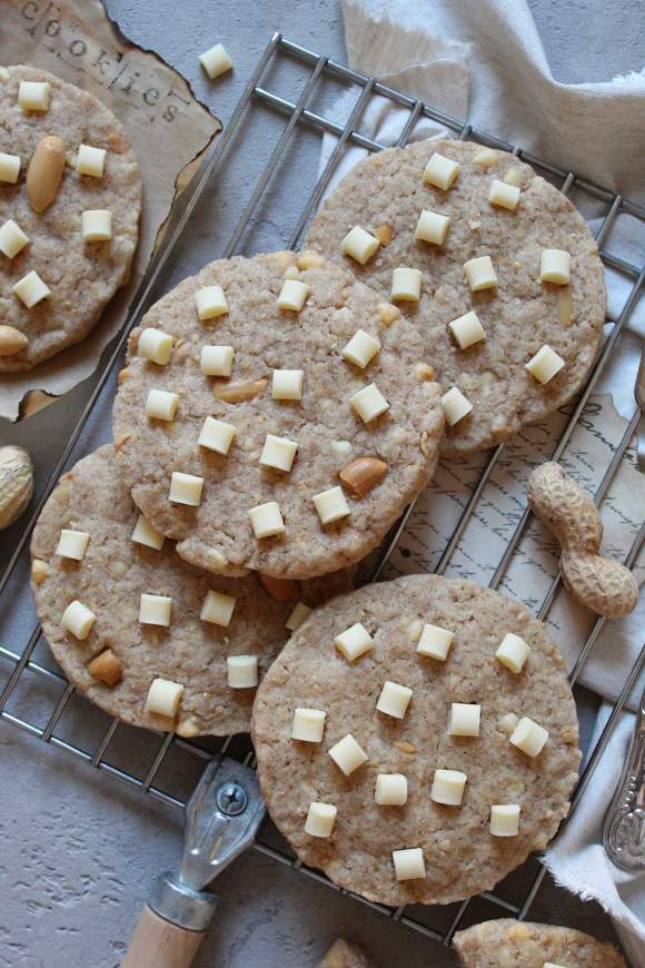 Cookies gocce di cioccolato bianco e arachidi senza uova senza burro
