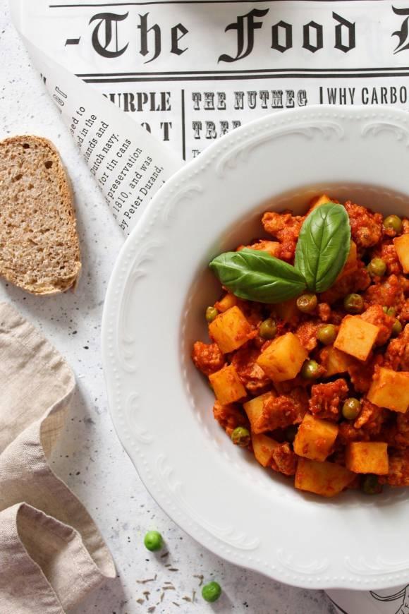 Straccetti di soia vegan con pomodoro patate spezie fatti in casa